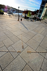 Taktile ledelinjer i metall. Skagen i Stavanger sentrum Fotograf: Knut Opeide