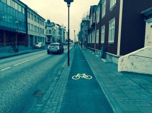 I bysentrum bygges det sykkelfelt som er separert både fra biler og gående. Foto: Torstein Bremset